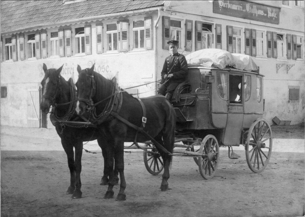 1918-baiersbronn-postkutsche-vor-gasthof-rose-autokorr